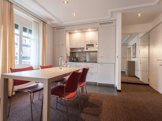 Dining Area with fully equiped kitchen with dishwasher