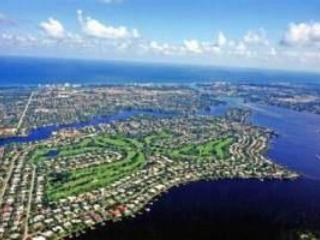 Minutes to Beaches! - Country Club House with Pool - Jupiter vacation rentals