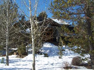 Stunning 5 BR, N SR, Free Night/SHARC Pool Pass - Sunriver vacation rentals