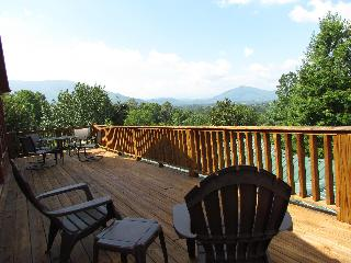 COUPLES GETAWAY W/ STUNNING VIEWS and MORE, Pigeon Forge