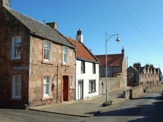 Lovely cottage paces from Crail Harbour!! - Fife & Saint Andrews vacation rentals