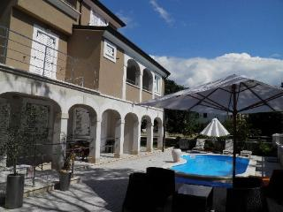 Apartments No 103 with pool in, Funtana