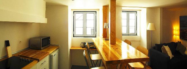 Familiar apartment in the heart of historic Lisbon - Image 1 - Lisbon - rentals
