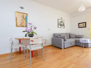 Cosy flat in a new building with parking in garage, Dubrovnik