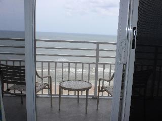 2 BR OC Front, Jacuzzi Suite Unit, Sleeps 10, $150, Daytona Beach