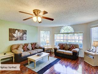 Refurbished Disney Home with WiFi, Pool &Air Cond:, Kissimmee