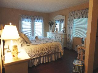Paradise ON the sand Gulf Front Fall Special $799 - Bradenton Beach vacation rentals