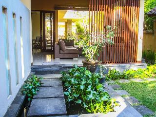 Cozy and charming 2 bedroom villa in Sanur, Bali. - Sanur vacation rentals