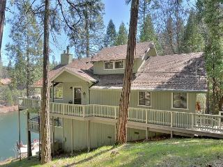 Water's Edge-Awesome Lakefront Home, Groveland