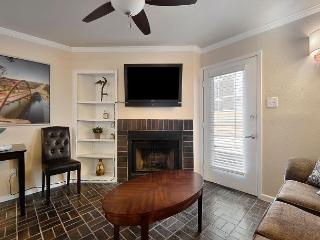 1BR Downtown Condo! 2 blocks to 6th st and Convention Center, Austin