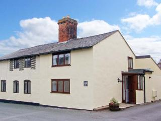 PEAR TREE COTTAGE, 19th century cottage, enclosed patio, ideal for a family or couple, two mins walk from a castle, in Whittington, Ref 23102, Oswestry