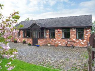 MOLLS COTTAGE, enclosed garden, pet-friendly, single-storey, in Nantwich, Ref. 38061