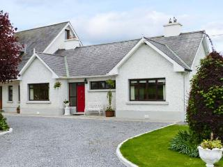 CHERRYFIELD, cosy cottage in lovely countryside, multi-fuel stove, en-suite, garden, in Ballyragget, near Kilkenny, Ref 904441