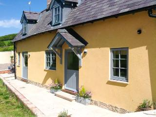THE LEALANDS COTTAGE, detached, character cottage, multi-fuel stove, pub within walking distance, near Presteigne, Ref 905757, Stapleton