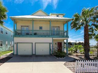 4BR/2.5BA Unique Haven on the Bay with Game Room and Pool Access!, Port Aransas