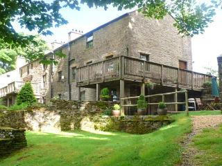 CHESTNUT, Jacuzzi baths, en-suite bedrooms, over three floors, Ref. 905622 - Cumbria vacation rentals