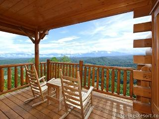 Spectacular Views from your 1 bedroom luxury cabin - 2 full baths sleeps 4, Sevierville