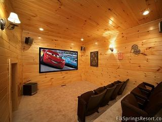 3 Bedroom Theater Room Cabin - close to Downtown, Sevierville