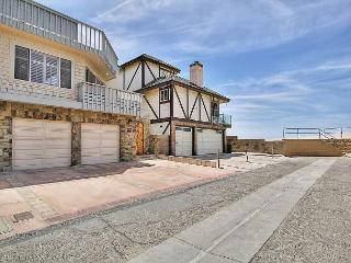 3BR/2.5BA Enjoy Beach and Ocean Views from one of the 4 Amazing Decks!, Ventura