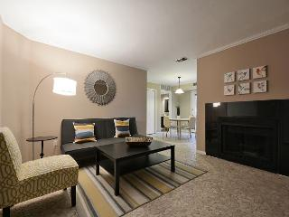 1BR Downtown Austin Condo 2 Blocks From 6th St!