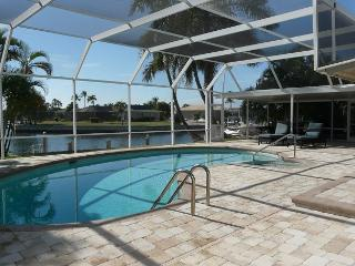 Waterfront house w/ heated pool, hot tub & all-day sun on lanai, Marco Island