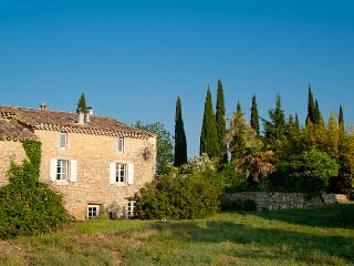 Hilltop Stone House with private pool, Canaules-et-Argentieres