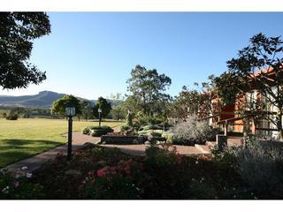 Adams Peak Retreat, Hunter Valley - Broke vacation rentals
