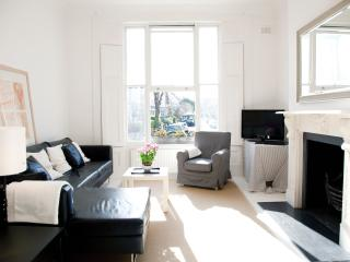 * LUXURY 3 BED APARTMENT IN TRENDY NOTTING HILL * - Morzine vacation rentals
