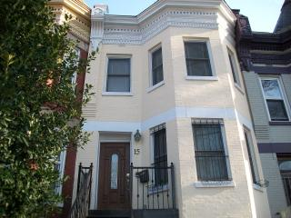 Rhode Island Ave Suites! Great 2BR 2.5 BA Downtown Dc, Washington, D.C.