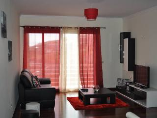 Sea View Apartment, close to the beach and with free wifi, Canico