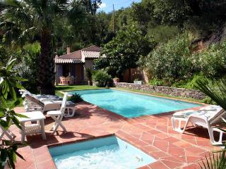 1811 Provence villa with private heated pool, La Garde-Freinet