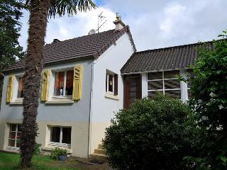 2304 Lovely Normandy cottage, 300m from sea, Denneville