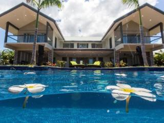 Stunning Villa Sleeps 8-10 with Private Pool, Nadi
