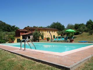 Beautiful, restored villa in Tuscan hills featuring private pool, garden and porch, sleeps up to 13, Montecarlo