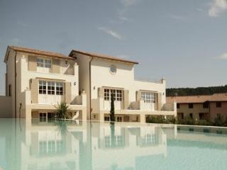 Gorgeous apartment with swimming pool, lake view!, Vérone