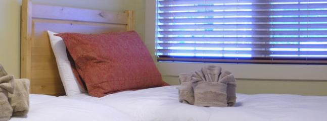CLEAR VIEW LODGE : Choose from 2 bedrooms with comfortable beds and down duvets