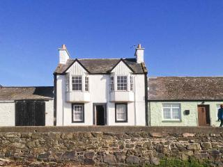 HARBOUR HOUSE, child-friendly, harbourside cottage in Isle of Whithorn, WiFi, Ref. 24866