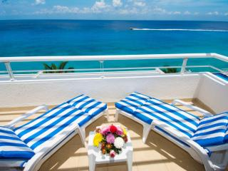 Pure bliss! Newly remodeled Miramar penthouse condo 402, Cozumel