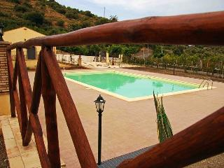 PATITIRI TRIPLE ROOM+POOL(n.4)near Savoca&Taormina, Santa Teresa di Riva