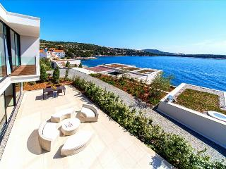Modern & Luxurious Beachfront Villa in Dalmatia (5), Primosten