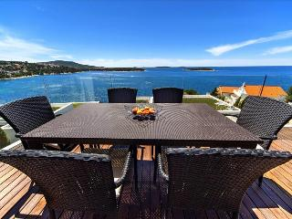 Modern & Luxurious Beachfront Apartment in Dalmatia  (5), Primosten