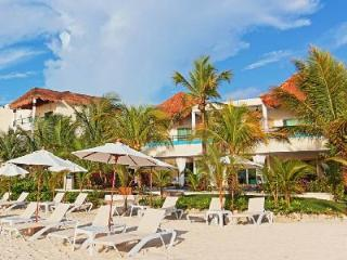 Generations Maroma - Oceanfront Villa with Home Theater & Spectacular Pool, Playa Maroma