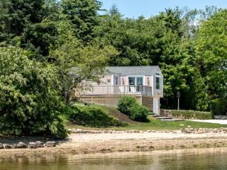 THE LAGOON COTTAGE: MODERN WATERFRONT LIVING - VH NWIL-61, Vineyard Haven