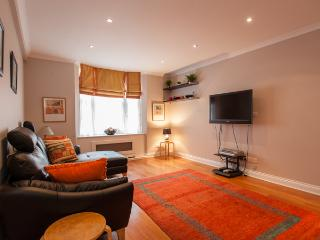 2 bed flat in Bayswater, London