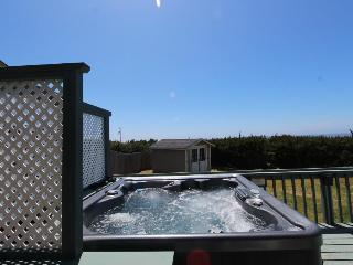 Pet-friendly cottage with beach views & private hot tub, Waldport