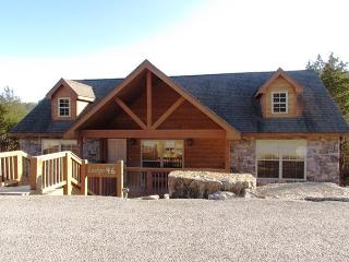 Bambi's Bungalow- 2 Bedroom, 2 Bath Stonebridge Golf Resort Lodge-Sleeps 6, Branson West