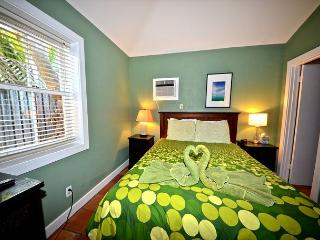 'SEAGULL SUITE @ THE SOUTHERNMOST SANCTUARY' - Adorable & Affordable Cottage, Key West