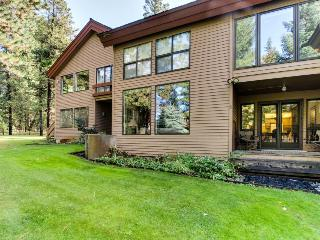 Riverfront home with shared pool, gorgeous location, McCall