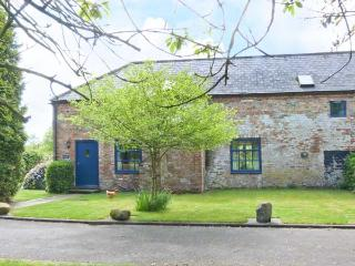 EXHIBITION COTTAGE, gas stove, courtyard with furniture, games field, Ref 912243, Hornsea