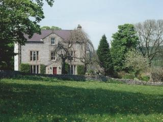 Castle Cliffe, Bakewell